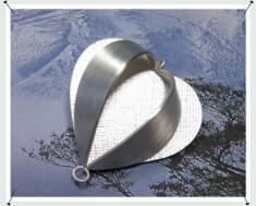 As sieraad zilveren lampion hanger met handgravure.