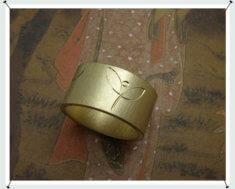 Ring, geelgoud met handgravure.