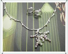 Zilveren takjes collier met zoetwaterparels.